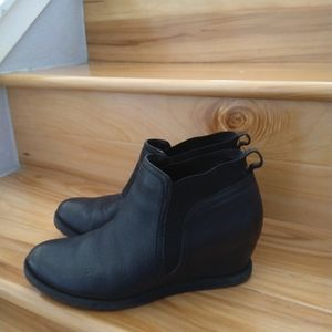 Naturalizer black wedge shoes size 8